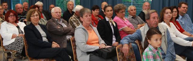Zahlreiche Bürger aus dem Rosengarten hörten zu und diskutierten mit. Foto: AfP Asel